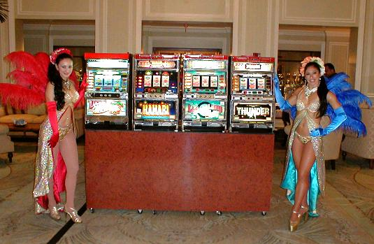 Slot machines, show girls, the Breakers Hotel, Women's Open
